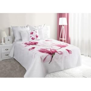 Bílý prošívaný přehoz na postel s květem