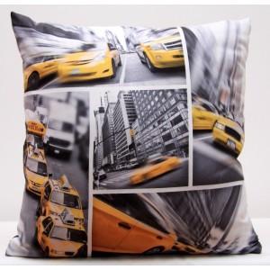 Šedé povlaky na polštáře s motivem žlutého taxíku v New Yorku