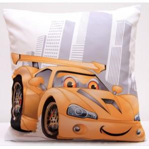 Bílý povlak na polštář s dětským motivem žlutého auta