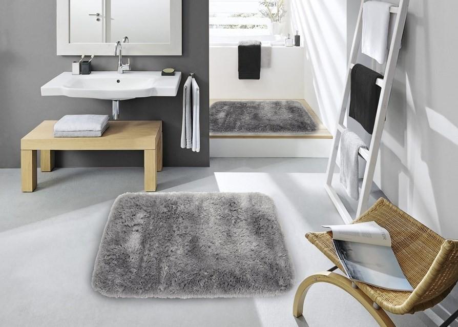 Světle šedý koupelnový koberec 60 x 90 cm