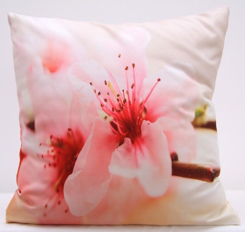 Krémový povlak na polštář s motivem růžového květu