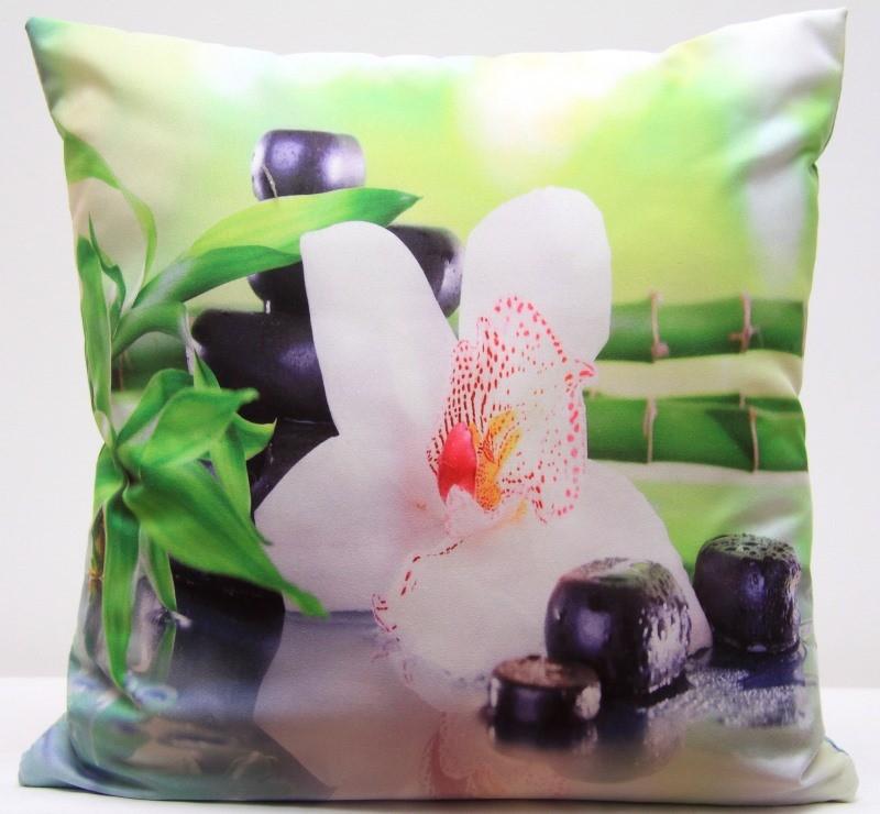 Zelený povlak na polštář s motivem bílé orchideje, kamenů a bambusu