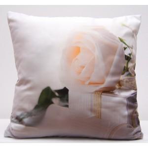 Bílý povlak na polštář s motivem bílé růže
