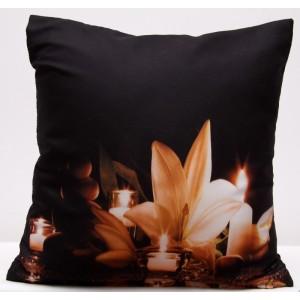 Černý povlak na polštáře s romantickým motivem svíček a lilie