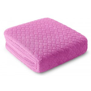 Růžová deka na gauč
